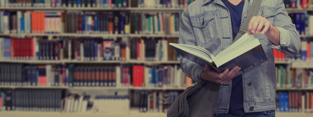 Etudiant bibliothèque